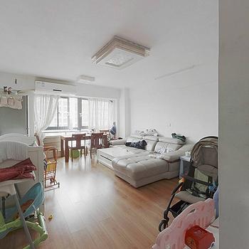 户型方正 高装2+1房 总价低 适合刚需年轻的客户群体