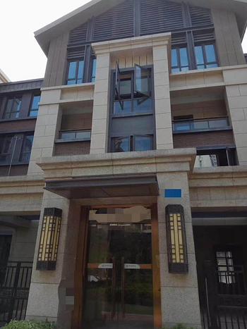 买二层用三层,使用300平,湖景叠加别墅,读外国语分校